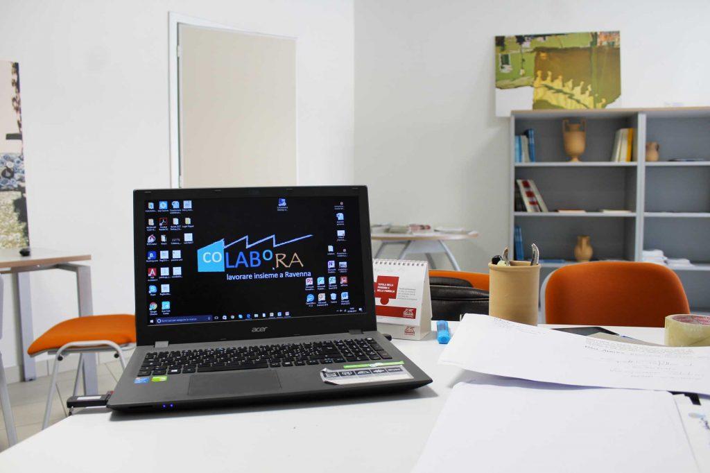 coLABoRA - immagine con un laptop