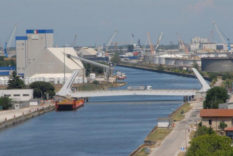 Ponte mobile gallerie immagini home la darsena che for Mobile a ponte